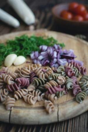 посна салата со макарони и туна