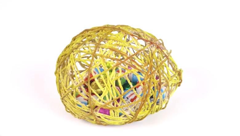 Велигденско-јајце-со-бомбони
