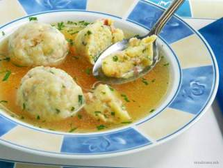 домашна супа со кнедли
