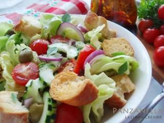 "Италијанска ""панзанела"" салата на грчки начин."