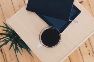 Отстранете водени дамки на дрвен мебел и подови со домашни средства