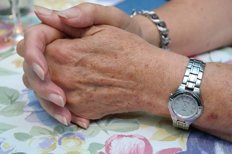 Спасете се од старечки пеги со природни третмани