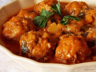 ќофтиња во сос од домати 1