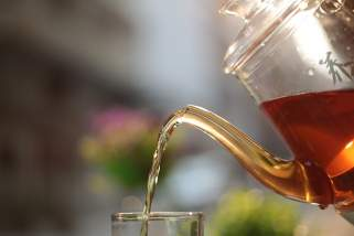 Откријте кои чаеви помагаат за убава и негувана кожа на лицето.