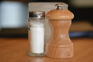 16 начини да ја исчистите целата куќа со помош на сол