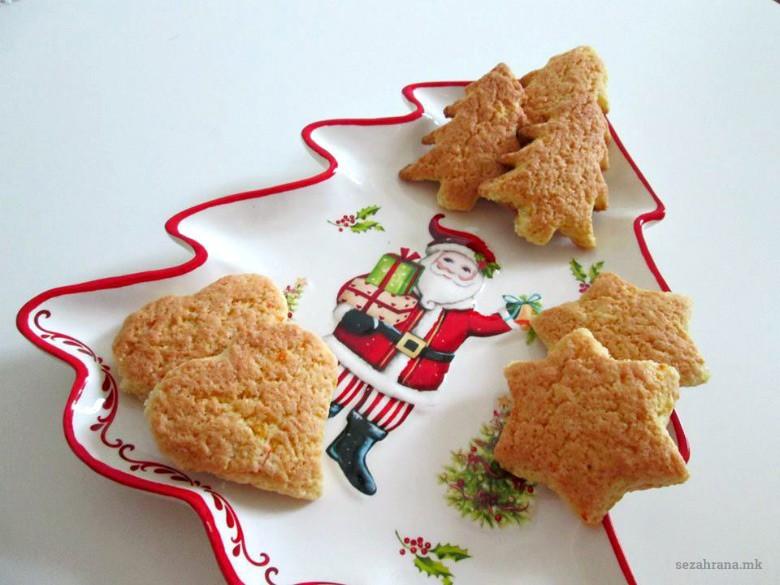 Божиќни колачи со портокал и рум