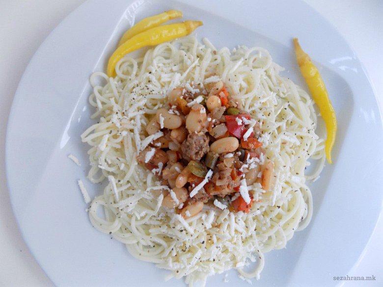 Шпагети со сос од мелено месо и зеленчук 2