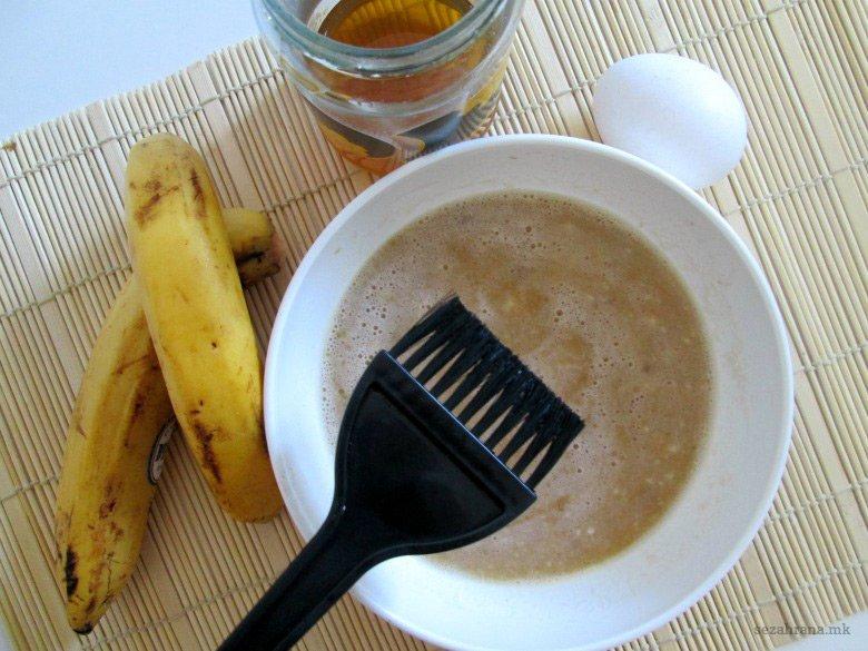 Хранлива маска за коса од банана, јајце и мед 2