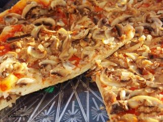 посна пица со туна и печурки