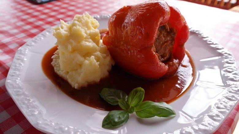 Полнети пиперки со мелено месо 2
