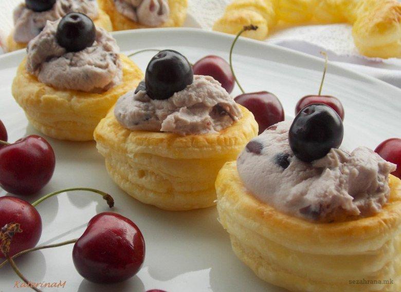 Освежителен кремаст десерт со цреши и лиснато тесто 2