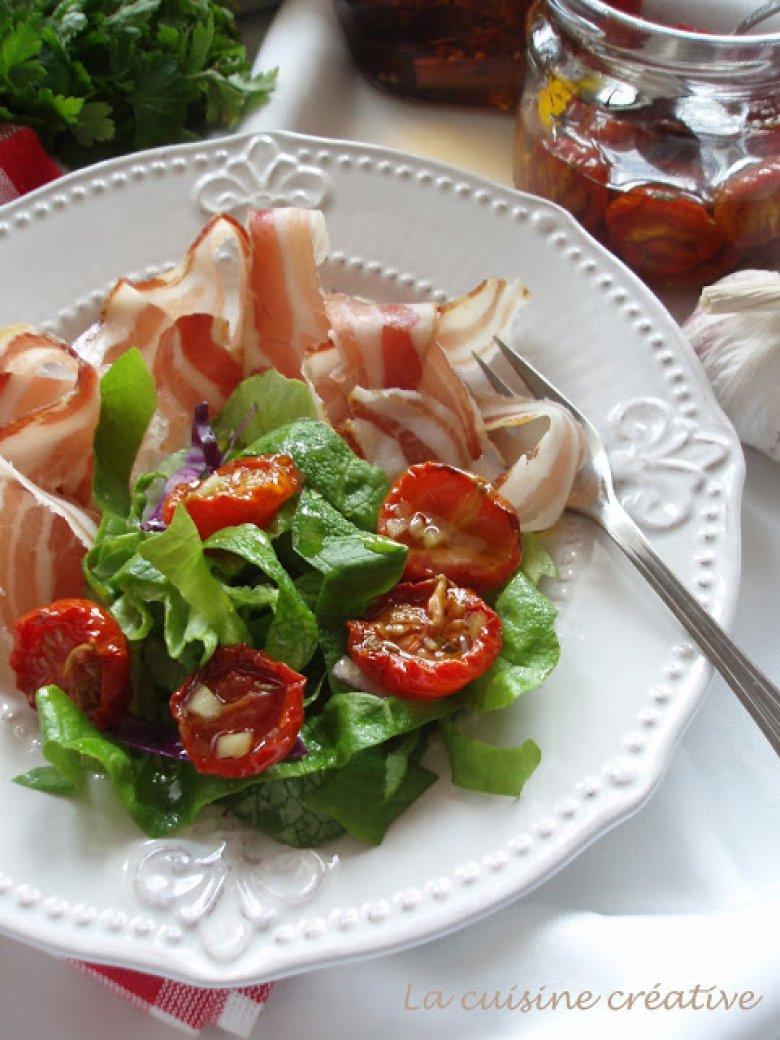 Брза летна салата со домати и сланина 2