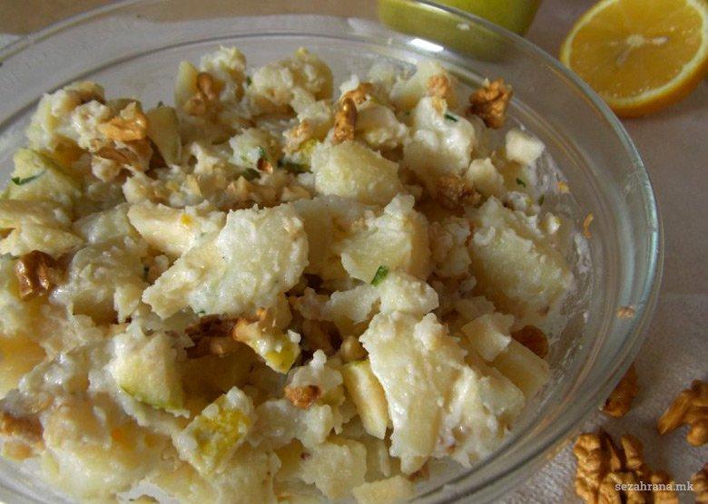 Слатка компир салата со јаболко и ореви 2