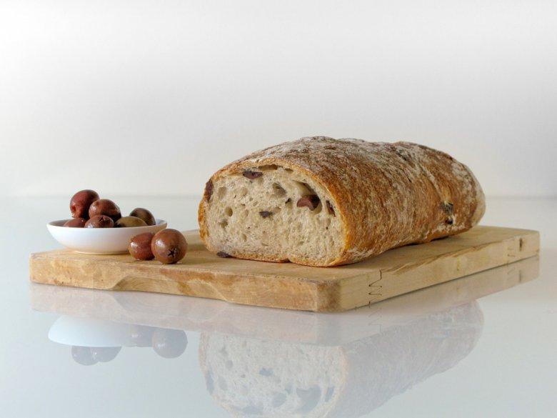 интегрален леб со маслинки