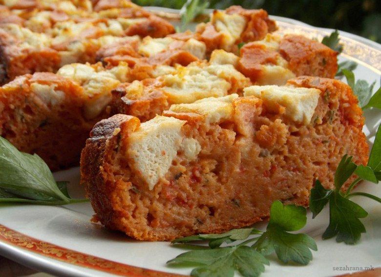 Солен колач со црвени пиперки и домати 2