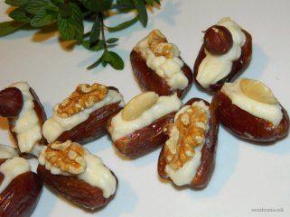 Полнети урми со кремаст фил и јатки 1