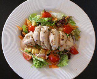 свежа салата со пилешко месо