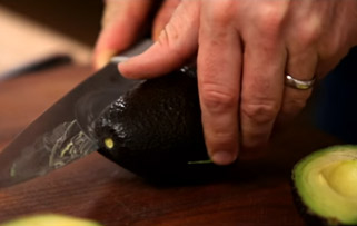 сечење на авокадо