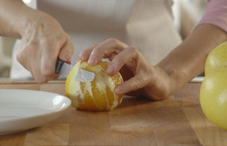 сечење на цитрусни овошја на парчиња