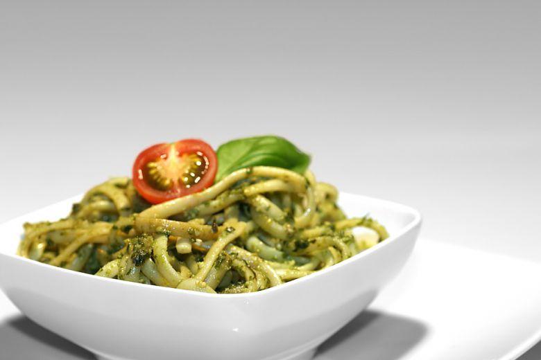 шпагети со песто
