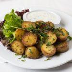 Печени компири со пармезан и млечен сос од лук 1