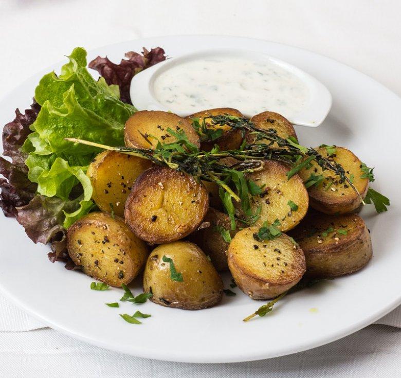 Печени компири со пармезан и млечен сос од лук 2