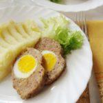ролат од мелено месо и варени јајца