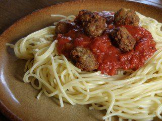 Италијански ќофтиња со тестенини во доматен сос 1