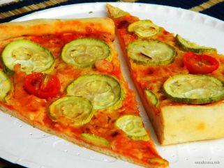 Морска пица со тиквички
