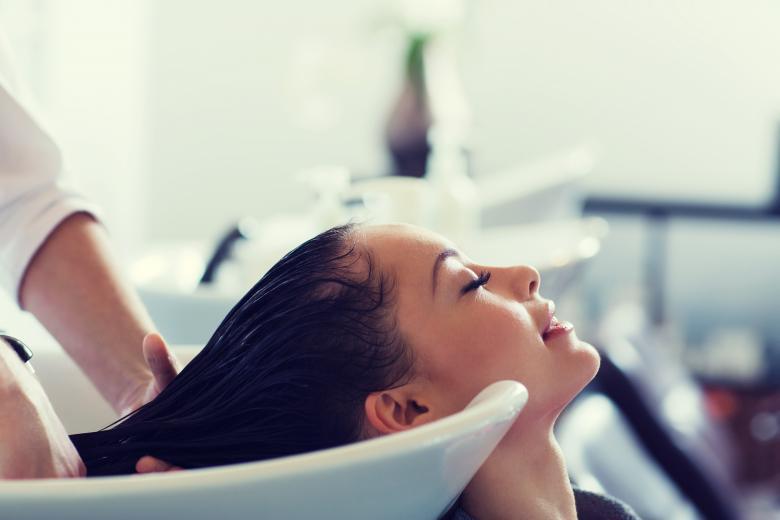 Домашна маска за обновување и зацврстување на косата