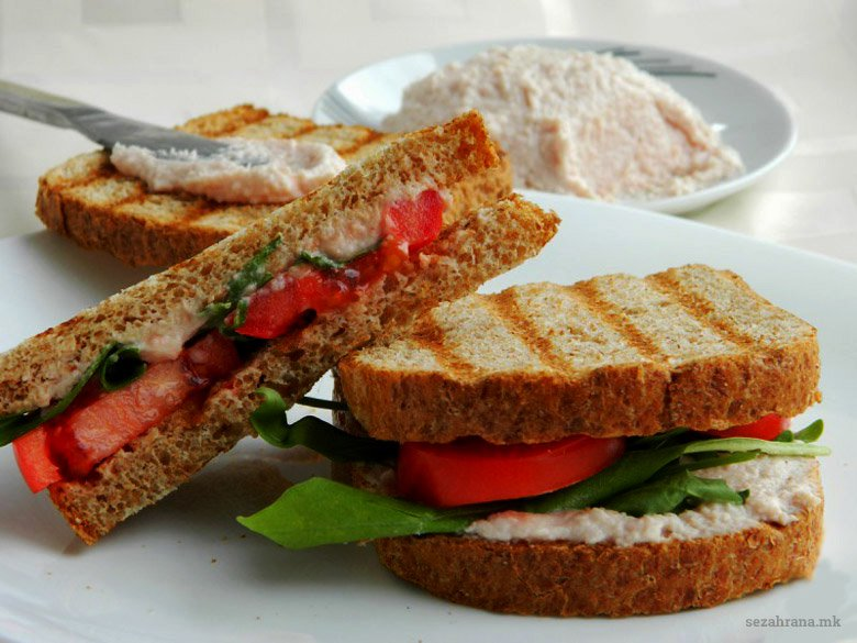 сендвич со намаз од шунка