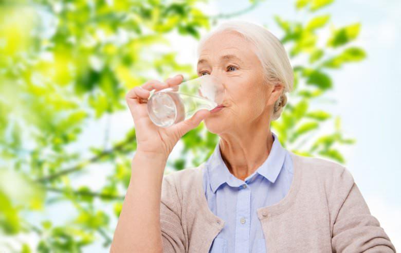 5 причини зошто е добро наутро и навечер да се напиете чаша топла вода 2