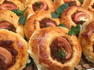 мали турски погачи со фил од мелено месо
