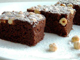 Посен чоколаден колач со лешници