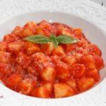 Рецепт за домашни њоки во доматен сос 1