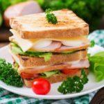 """""""Триспратен"""" клуб сендвич од тостирани лепчиња со павлака и јајце 1"""