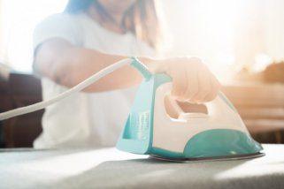 5 трикови за ефикасно чистење на дното од пеглата за алишта 1