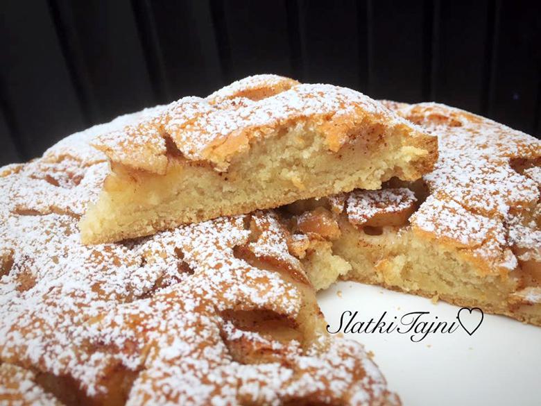 посен колач со јаболка