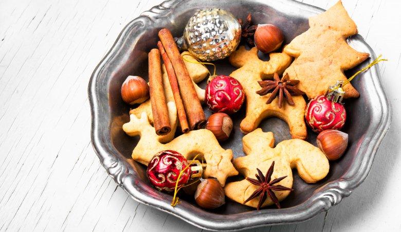 Суви празнични колачи со лешници и цимет 2