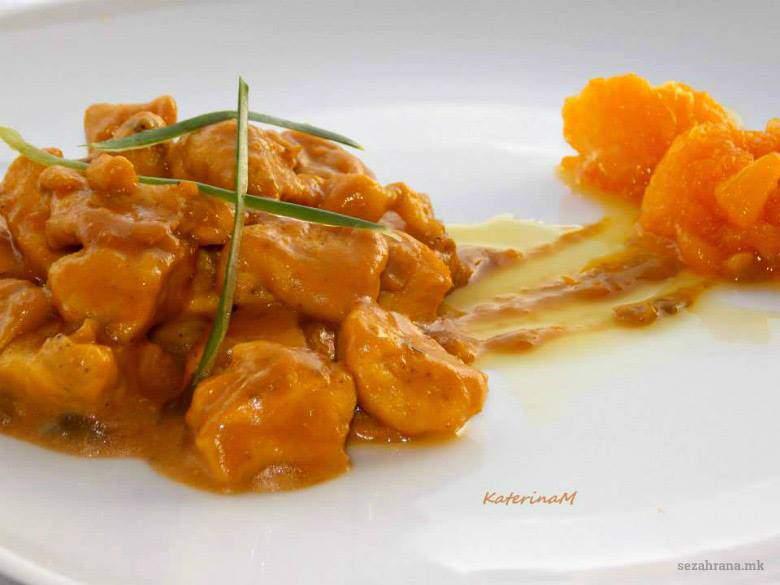 егзотично пилешко со карамелизирани портокали