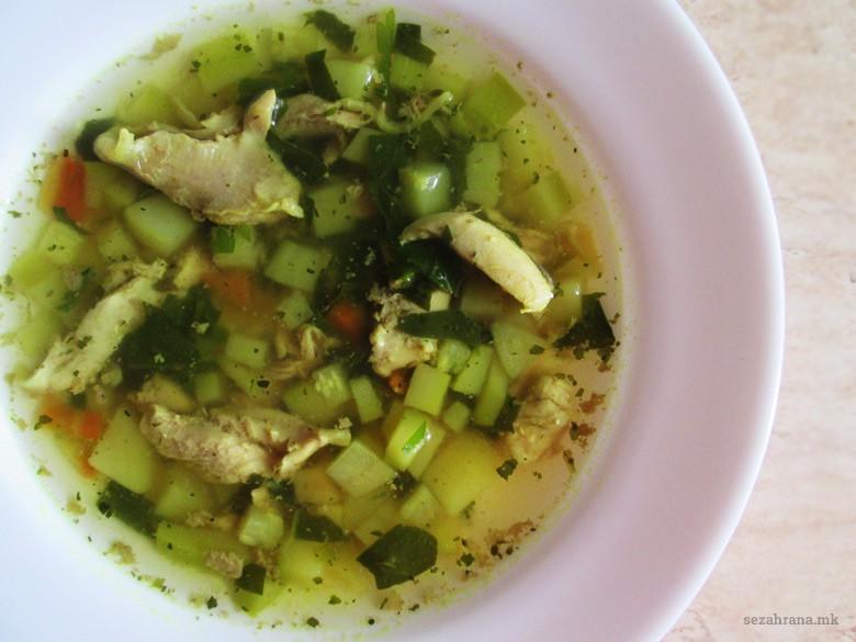 пилешка супа со зеленчук