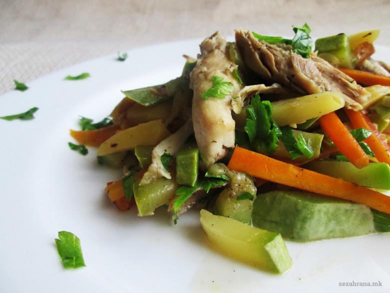 пилешко со зеленчук во сос од вино