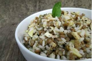 посна салата со ориз, леќа и печурки
