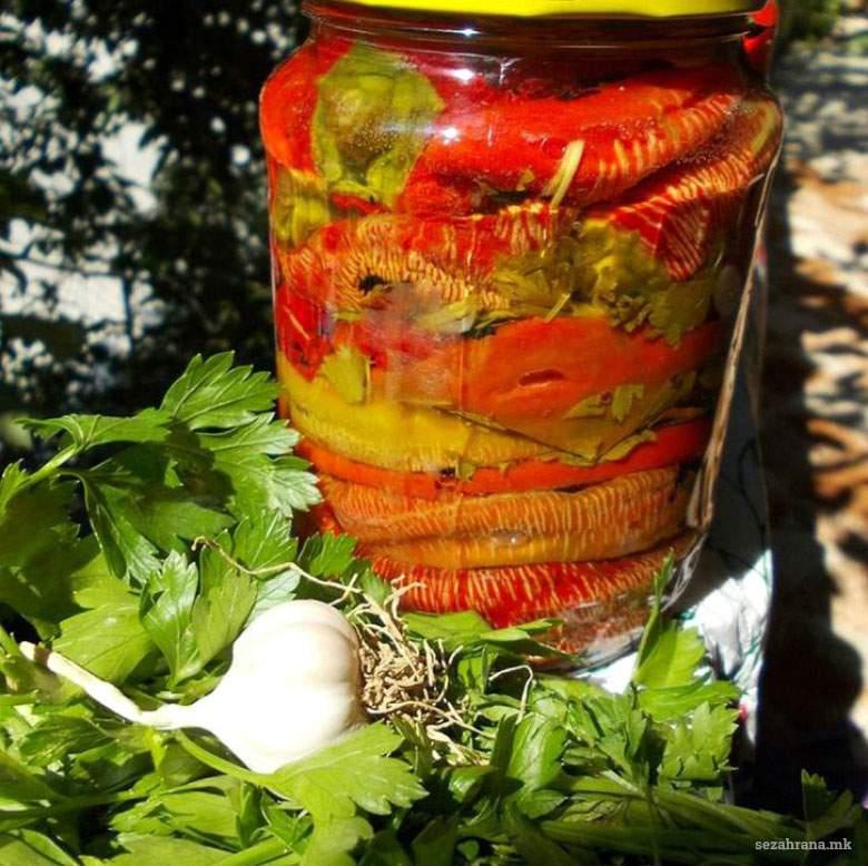 Везенки - печени пиперки во тегла