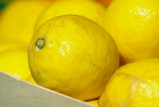 5 фантастични примени на лимоните како козметичко средство
