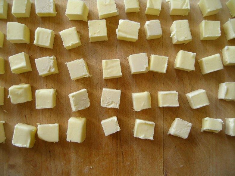 6 необични начини да искористите путер во домаќинството