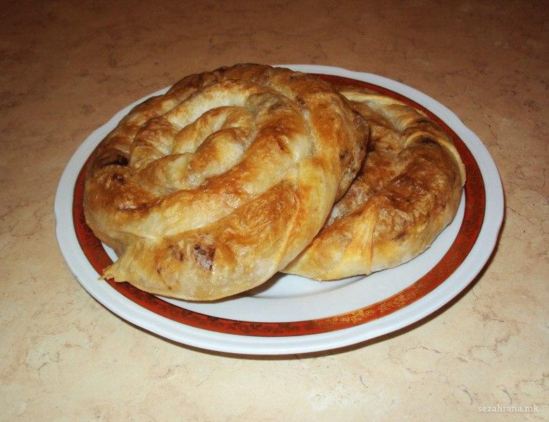 мазник вртена пита со мелено месо