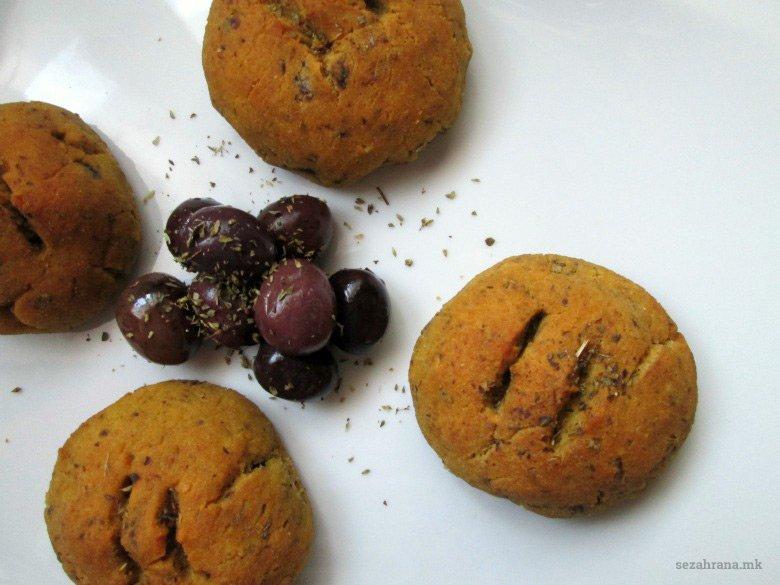 Безглутенски погачки со маслинки и оригано 2