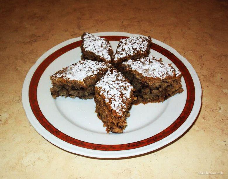 брза посна торта со мармалад и ореви