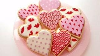 Лесно декорирајте колачи кои симболизираат љубов 1